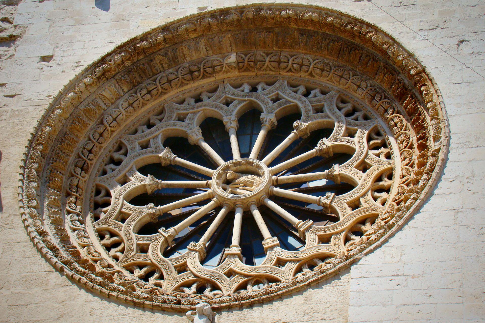 apulia slow travel rosone rosette rose window cattedrale altamura romanico romanesque romanik federico II friedrich II frederick II hohenstaufen arte architettura svevo puglia apulien murgia
