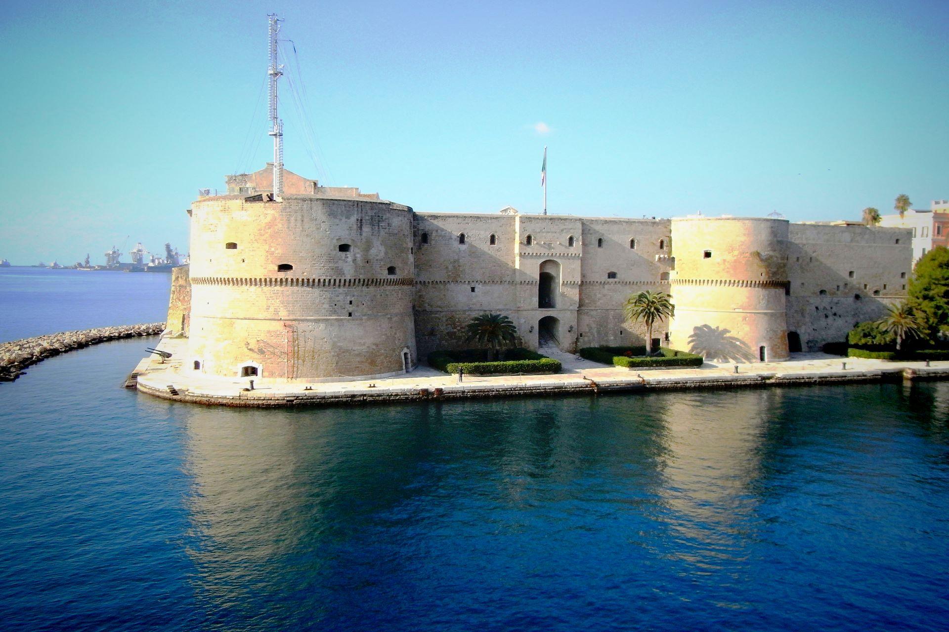 apulia slow travel taranto castello aragonese medioevo castle aragonesische burg due mari zwei meere grossgriechenland magna graecia