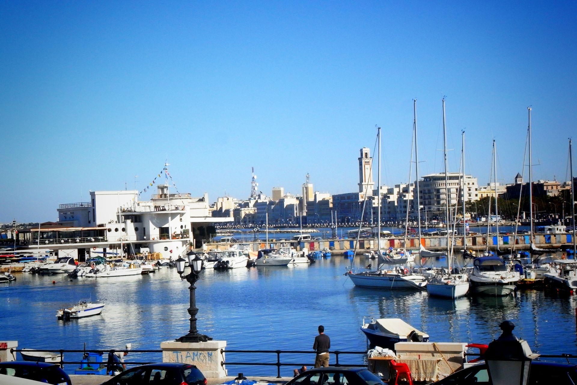 apulia-slow-travel-bari-adriatico-mare-sea-meer-adria-adriatic-sea-romanico-pugliese-romanik-romanesque-adriatisches-meer-citta-portuale-porto-harbour-hafen-fischer
