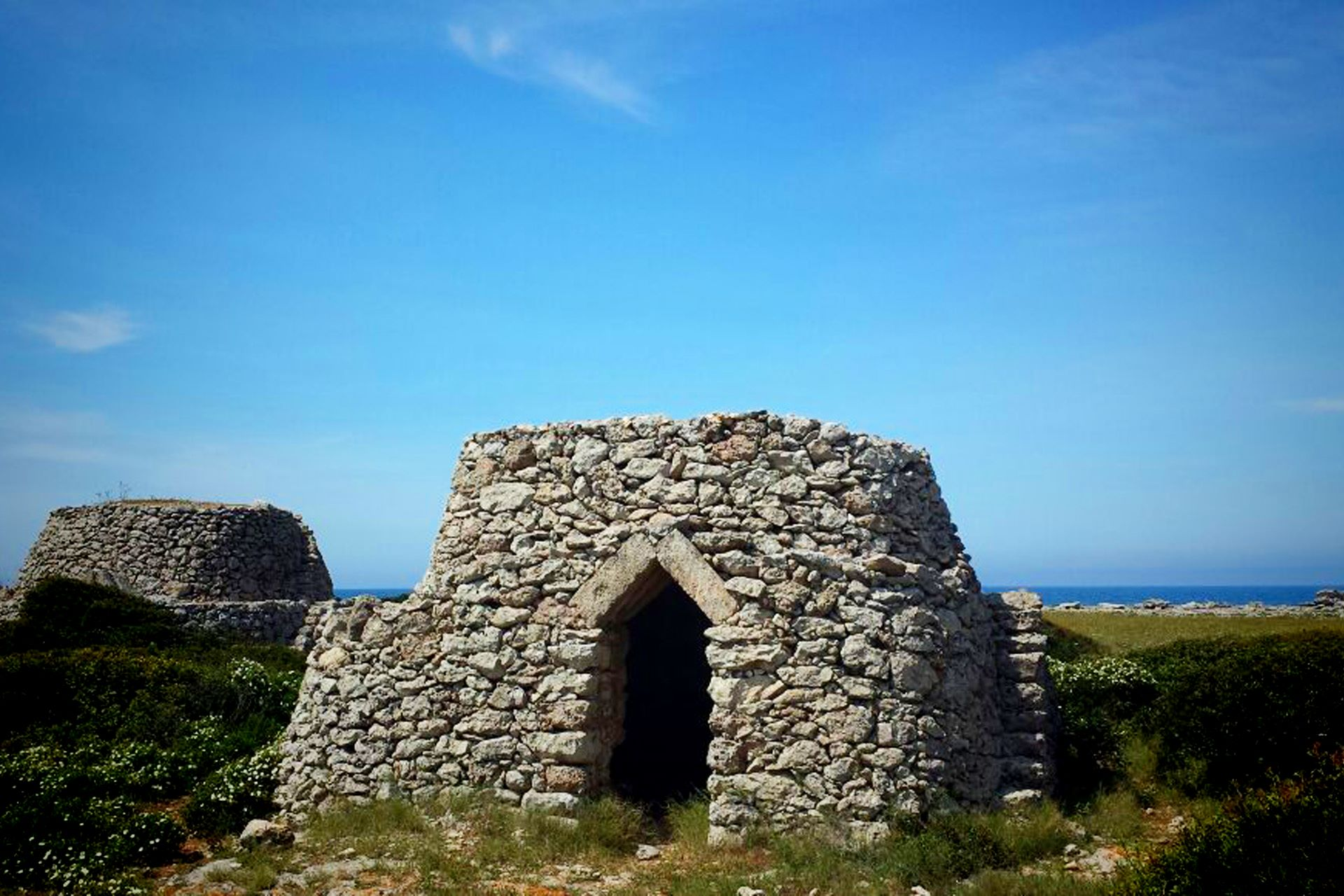 apulia-slow-travel-lecce-otranto-pagliara-salento-countryside-stone houses-steinhuetten